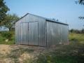 Garaj metalic pentru o maşină, de 4m x 5m, cu acoperiş cu pantă dublă