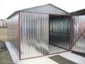Garaj metalic pentru o maşină, de 3m x 6m, cu acoperiş cu pantă dublă