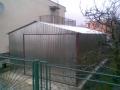 Garaj metalic pentru o maşină, de 4m x 6m, cu acoperiş cu pantă dublă