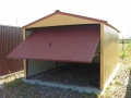 Garaj metalic pentru o maşină, de 3m x 5m, cu poartă de acces culisantă şi acoperiş cu pantă dublă